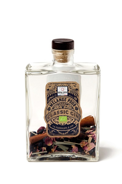 Organic gin classic cocktail mix with juniper berries